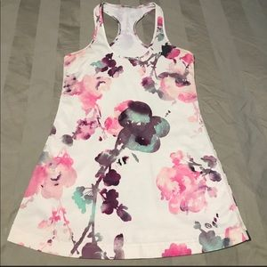 Gorgeous Lululemon flower CRB tank